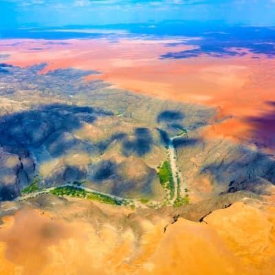 Un survol en avion du désert