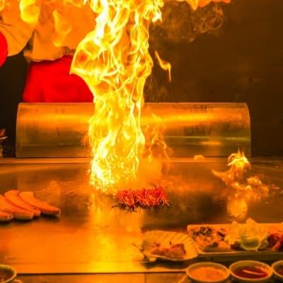 Dîner dans un restaurant Teppanyaki
