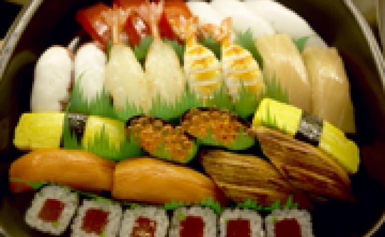 Visite du marché de Tsukiji avec un chef et dîner de sushis