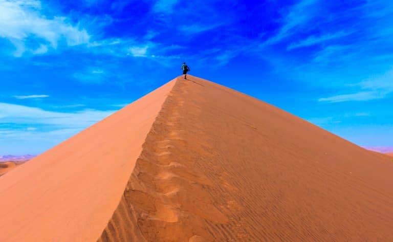 Spectaculaires dunes rougeoyantes de Sossusvlei (180km)