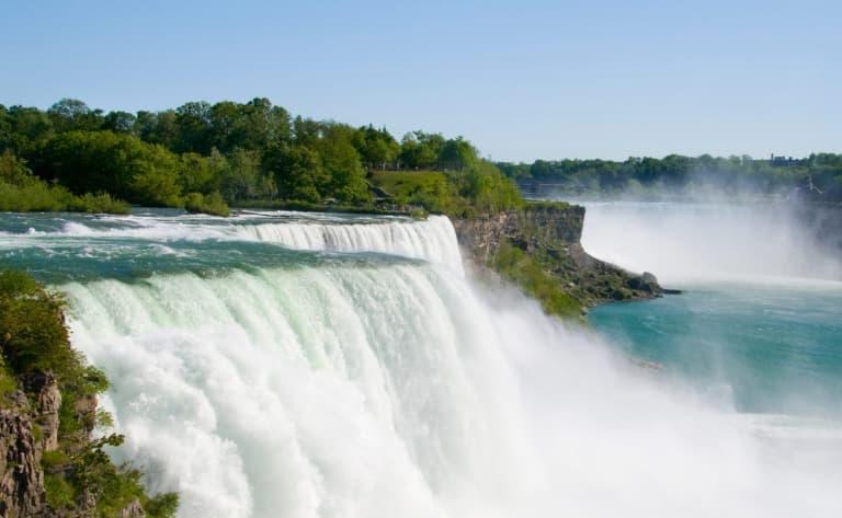 Niagara Falls et les chutes en forme du fer à cheval !