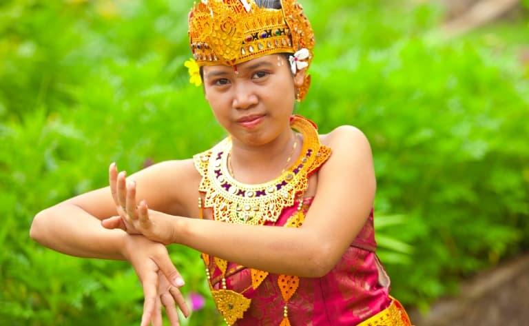 Danses du Kriss et du Barong, artisans et forêt des singes