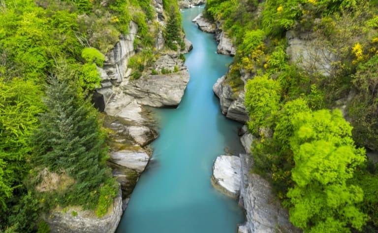 Entre rivière et forêts…