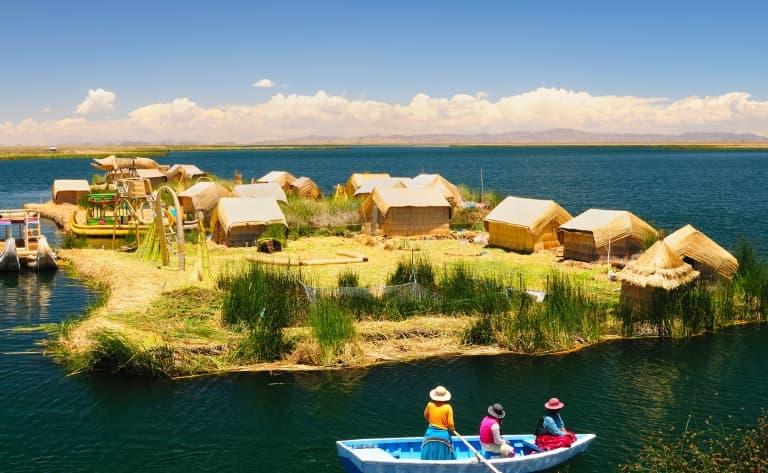 Naviguer sur le lac Titicaca