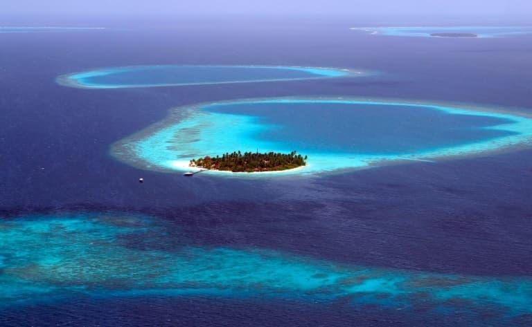 Arrivée sur l'île au sable rose